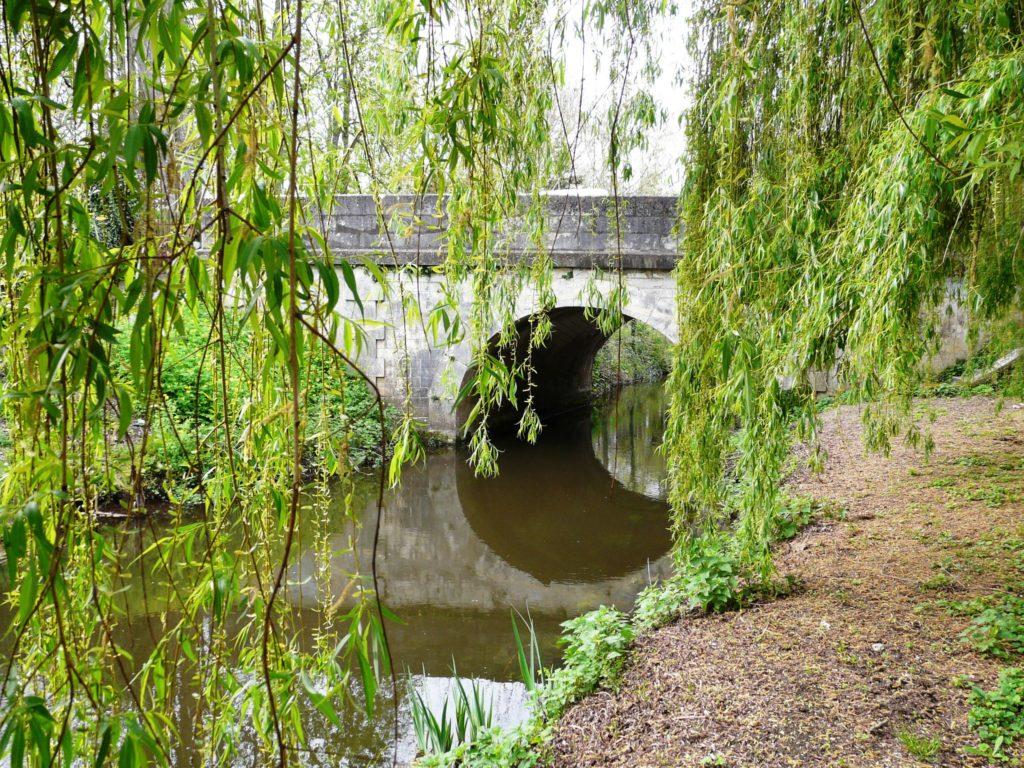 Un des ponts sur l'Arnoult